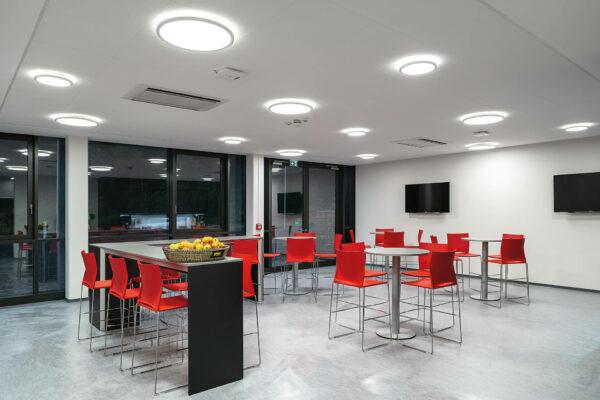 Sportschule BSA Akademie Raum mit Stühlen und Tischen